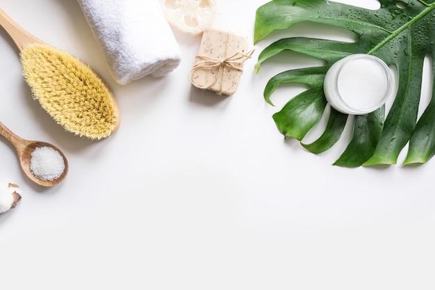Spa-set für cellulite-massage, naturkosmetik, baumwolle zero waste für die körperpflege Premium Fotos