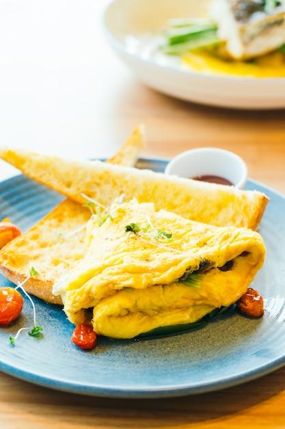 Spanisches omelett in der platte Kostenlose Fotos