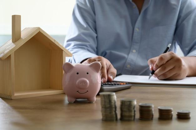 Sparen sie geld für home cost saving account book oder finanzbericht Premium Fotos