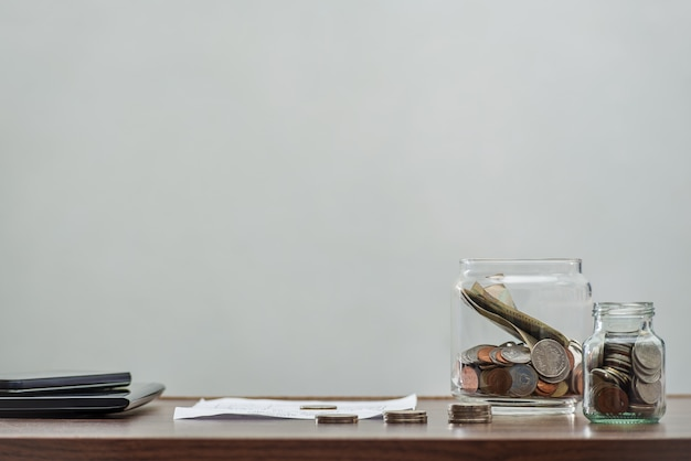 Sparen sie geld und kontobank für finanzgeschäftskonzept Premium Fotos
