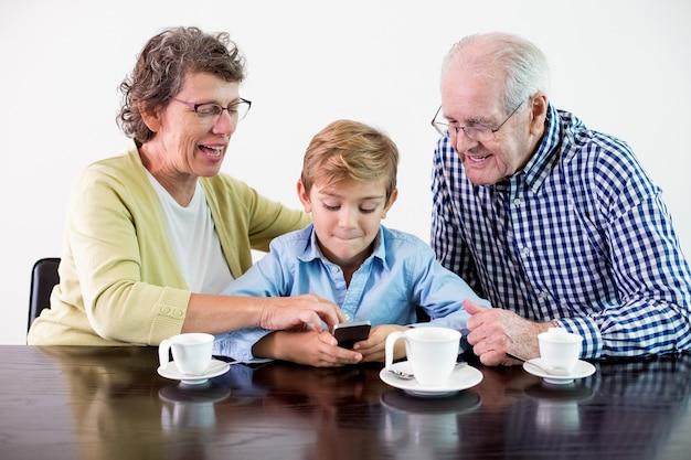Spielen beziehung opa portrait smartphone Kostenlose Fotos