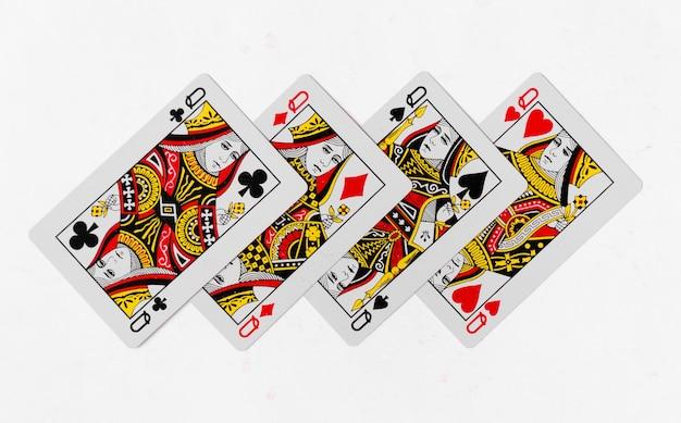 Spielkarten königin karte und zurück weißen hintergrund modell Premium Fotos