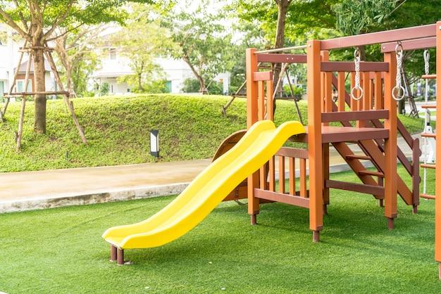 Spielplatz für kinder Premium Fotos