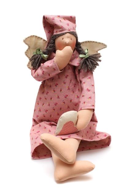 Spielzeug - handgemachte gähnende puppe mit flügeln Premium Fotos