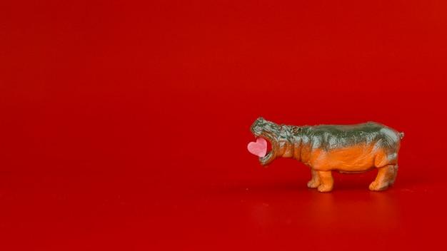 Spielzeug nilpferd mit herz Kostenlose Fotos