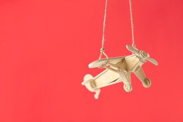 Spielzeugflugzeug hautnah Premium Fotos