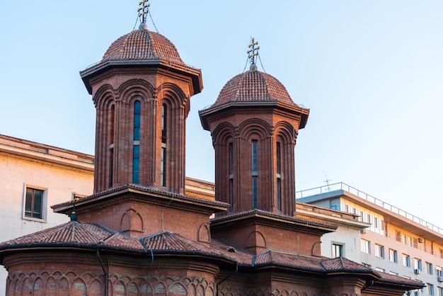Spitzenfassade der kretzulescu-kirche in bukarest Premium Fotos