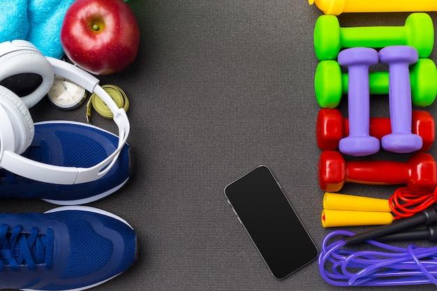Sport fitness-konzepte mit fitnessgeräten Premium Fotos