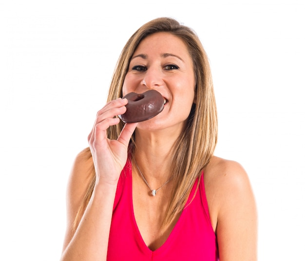 Sportfrau, die einen donut isst Premium Fotos