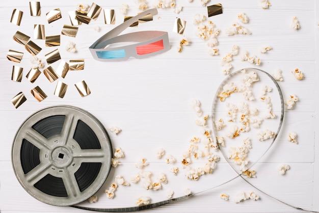 Spule mit popcorn und stereobrille Kostenlose Fotos