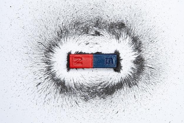 Stabmagnet mit eisenpulvermagnetfeld Premium Fotos