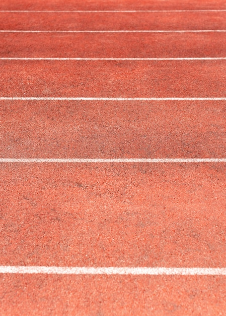 Stadionbahn für lauf- und leichtathletikwettkämpfe. neues laufband aus synthetischem gummi Premium Fotos