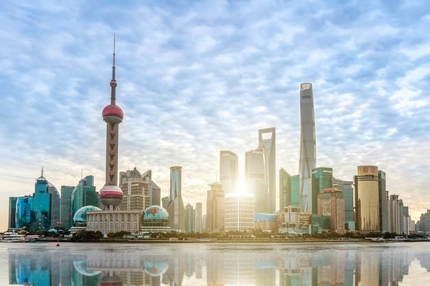 Städtische architekturlandschaft in der promenade, shanghai Premium Fotos