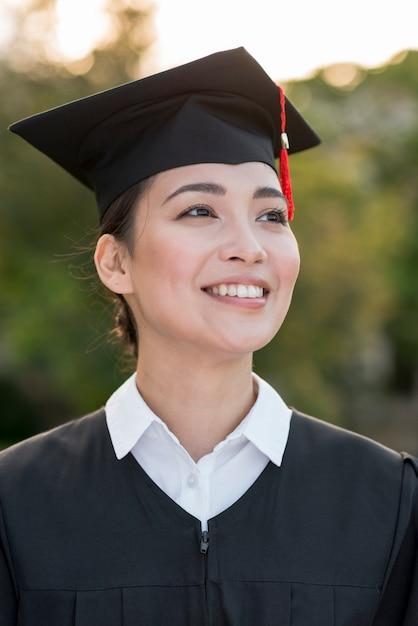 Staffelungskonzept mit porträt der glücklichen frau Kostenlose Fotos
