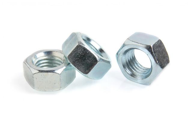 Stahlmuttern auf weißem hintergrundabschluß oben Premium Fotos