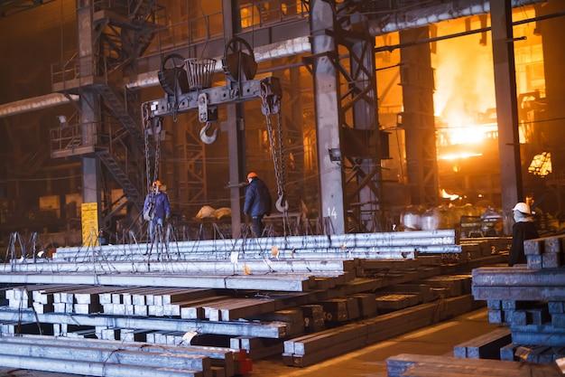 Stahlproduktion in elektroöfen Premium Fotos