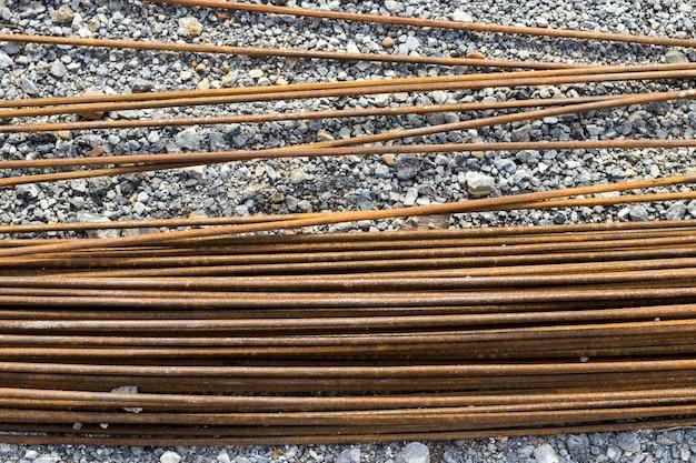 Stahlstange für baubetonarbeiten, mörtel in baulicher basis, infrastruktur Premium Fotos