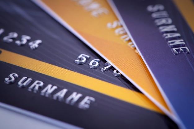 Stapel des nahen hohen schusses der kreditkarte, digitales zahlungskonzept des geschäfts Premium Fotos