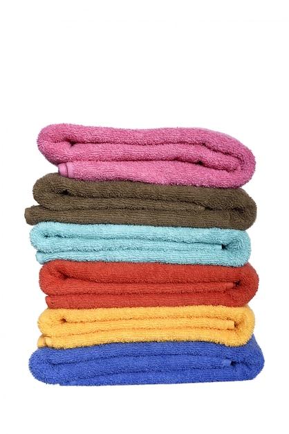 Stapel gefaltete bunte tücher Premium Fotos