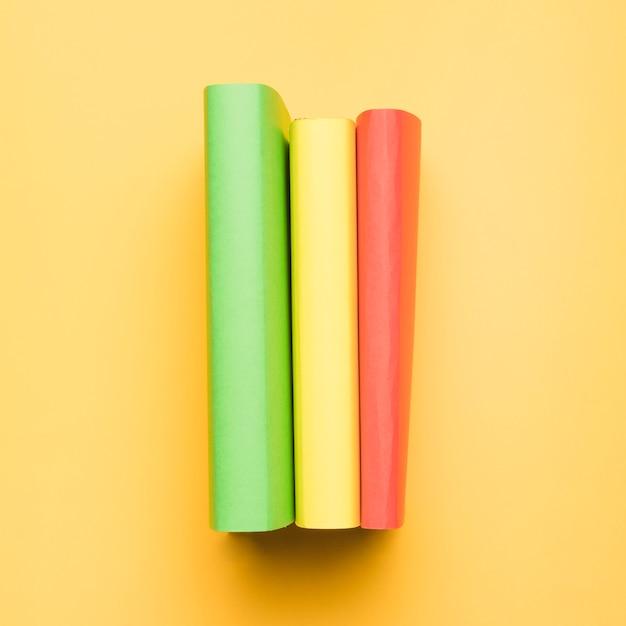 Stapel mehrfarbige bücher Kostenlose Fotos