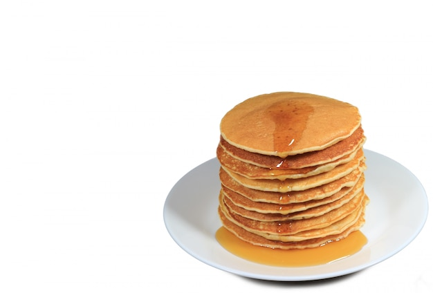 Stapel pfannkuchen mit ahornsirup Premium Fotos