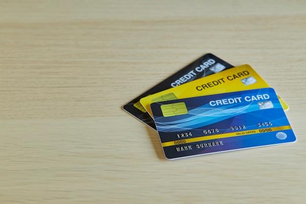 Stapel plastikbankkreditkarten Premium Fotos
