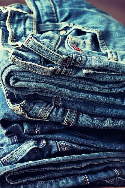 Stapel von jeans Premium Fotos