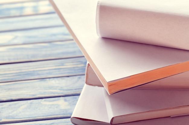 Stapel weiße bücher Premium Fotos