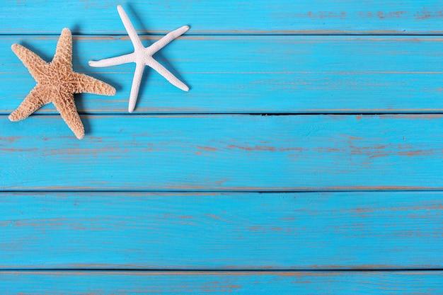 Starfish alte getragene blaue strandholzplattform-hintergrundgrenze Premium Fotos