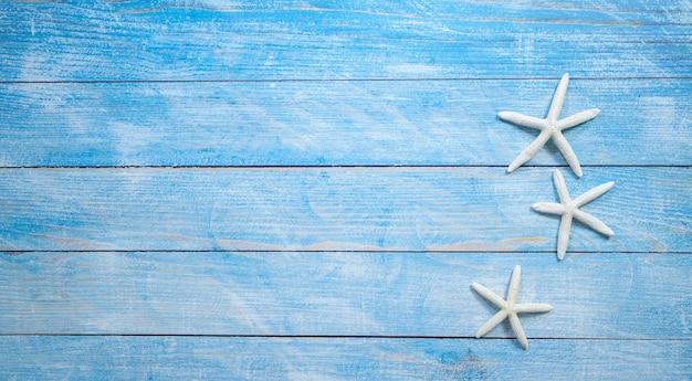 Starfish auf einem hellen blauen hintergrund Premium Fotos