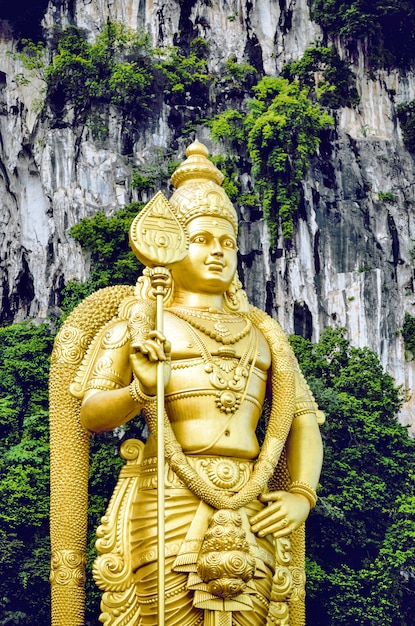 Statue von lord muragan bei batu caves in malaysia. Premium Fotos