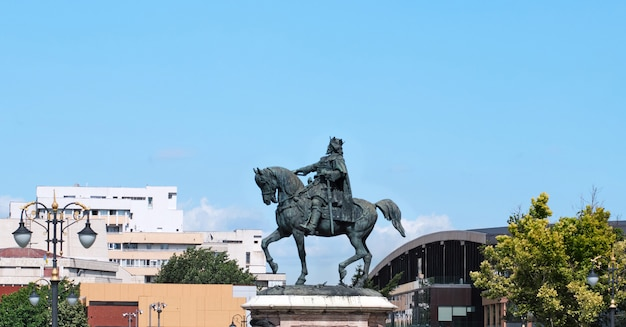 Stefan cel mare statue vor dem palast der kultur bei tageslicht Premium Fotos