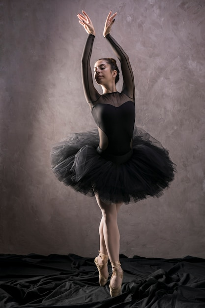 Stehende balletthaltung des vollen schusses Kostenlose Fotos