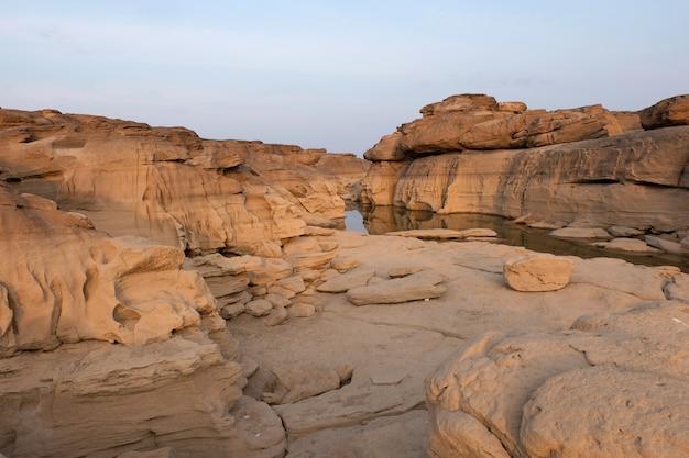 Steinberg bei sam phan bok, grand canyon von thailand Premium Fotos