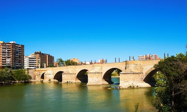 Steinbrücke über den fluss ebro Kostenlose Fotos