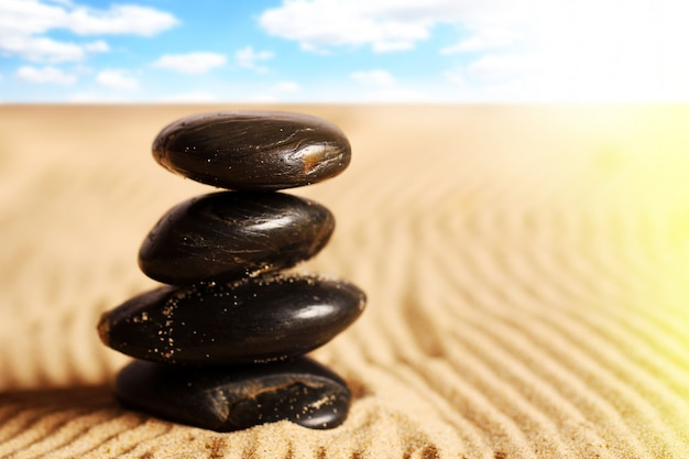 Steine im sand Kostenlose Fotos