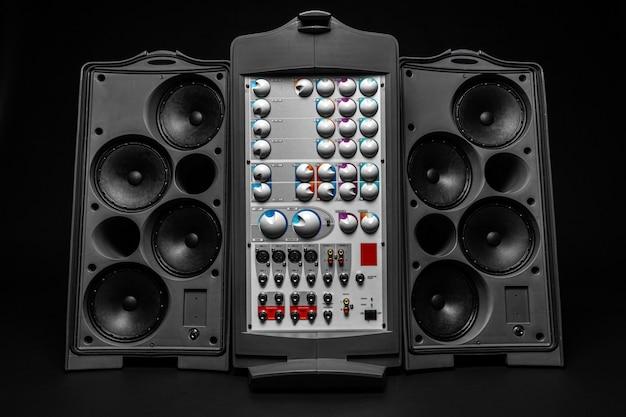 Stereo-audiosystem mit großen lautsprechern und verstärker Premium Fotos