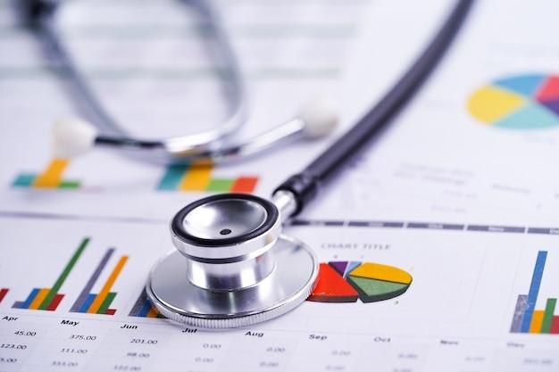 Stethoskop-, diagramm- und diagrammtabellenpapier Premium Fotos