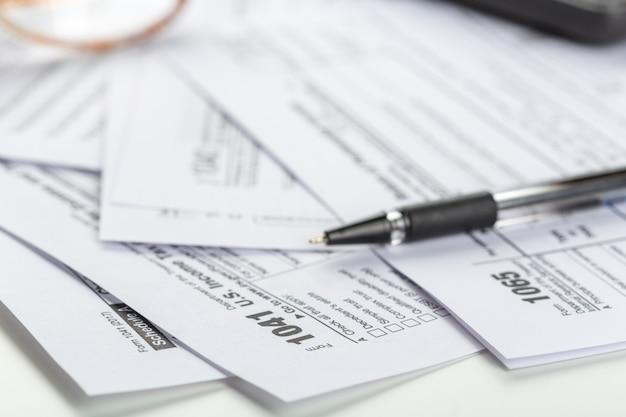 Steuerformulare, nahaufnahme Premium Fotos