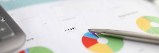 Stift ruht finanzbericht, chart gewinn und verlust Premium Fotos