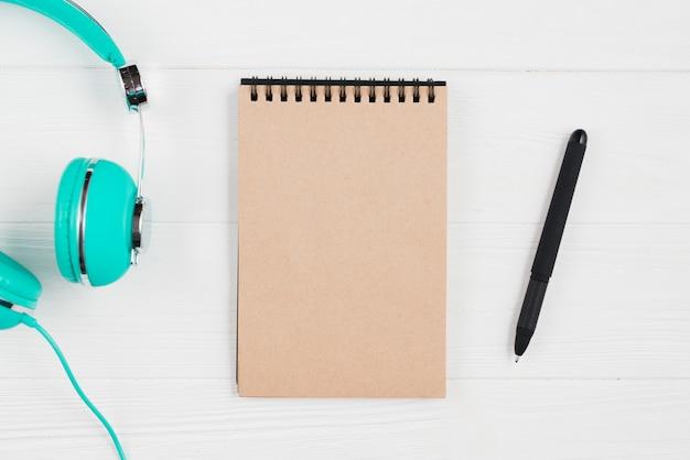 Stift und kopfhörer Kostenlose Fotos