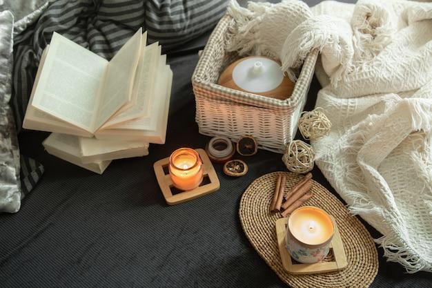 Stillleben ein gemütliches haus mit dekorativen details im innenraum. Kostenlose Fotos