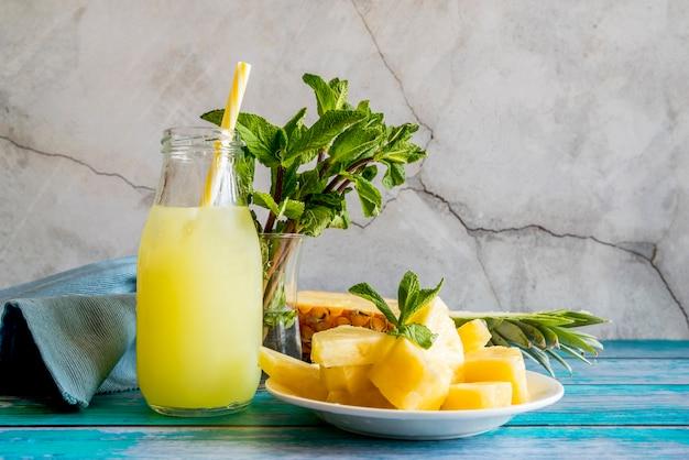 Stillleben eines leckeren sommer-smoothie Kostenlose Fotos