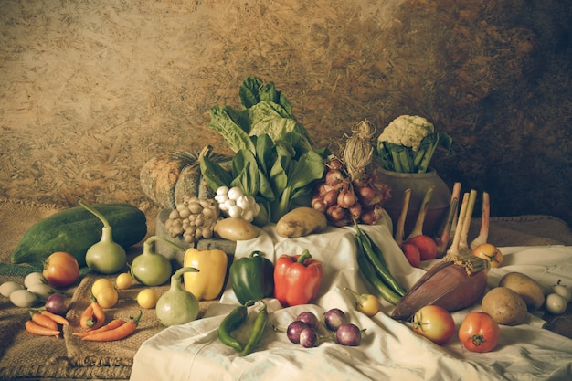 Stillleben gemüse, kräuter und früchte Premium Fotos