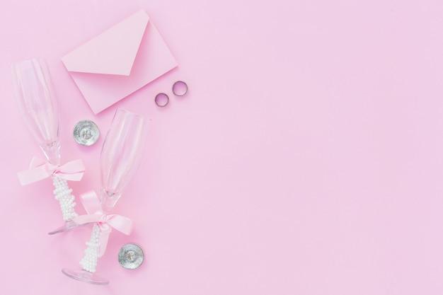 Stilvolle anordnung des draufsichtrosas für die heirat mit kopienraum Kostenlose Fotos