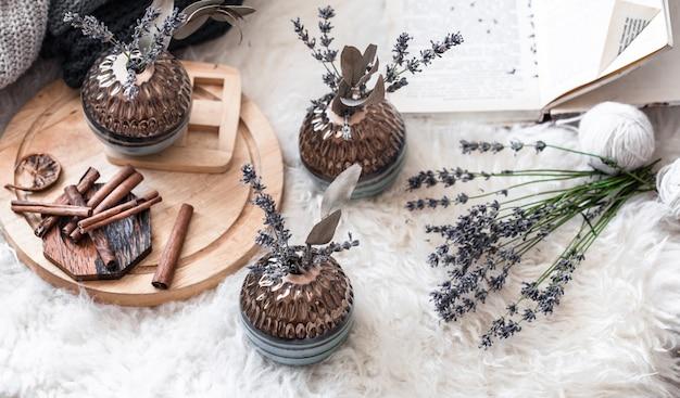 Stilvolle dekorative stilllebenvasen im wohnbereich Kostenlose Fotos