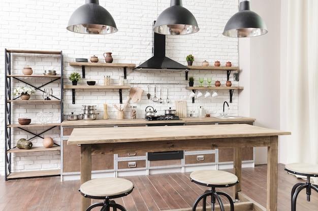 Stilvoller moderner küchenbereich mit insel Kostenlose Fotos