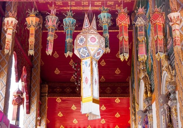 Stofflampe traditioneller lanna-stil, stofflaterne oder yi peng, lanna-stil, nordthailand Premium Fotos