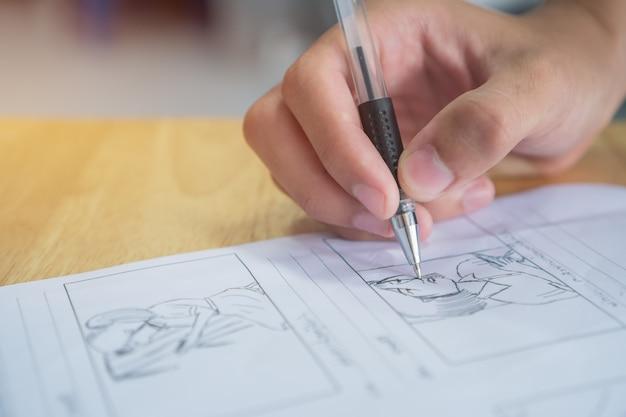 Storyboard- oder storytelling-zeichnungsmotiv für das drehbuch des filmvorbereitungsmediums Premium Fotos