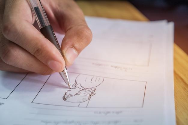 Storyboard- oder storytelling-zeichnungsmotiv für den filmprozess vorproduktionsmedien filmskript für video Premium Fotos